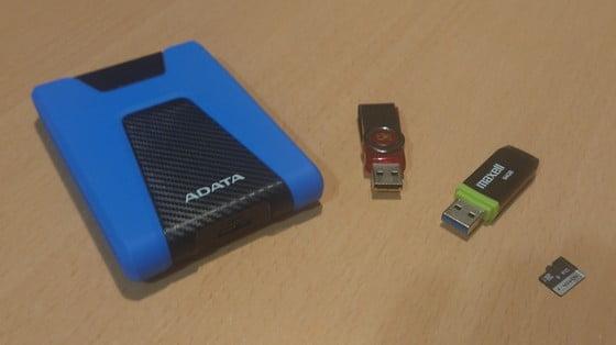 pevný disk, flash disky a pamäťová karta