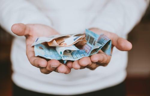 Peniaze v rukách